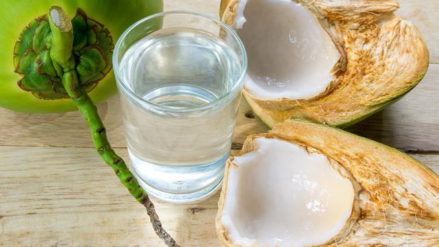 Air Kelapa Banyak Manfaat Seperti Pengganti Infus